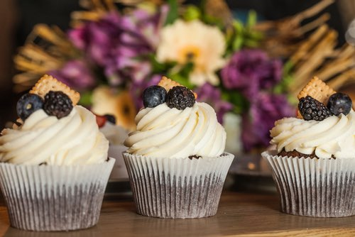 Cupcakes with Fresh Fruit