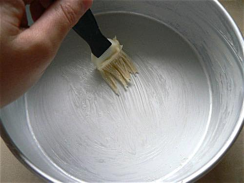 Greasing a Floured Cake Pan
