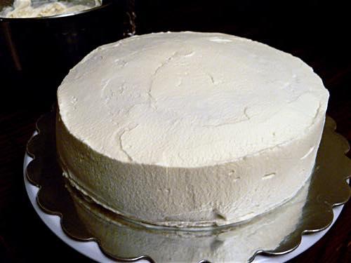 How To Ice A Sponge Cake Smoothly