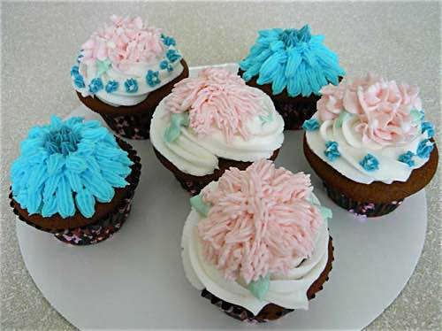 Cupcakes Decorated with Icing Flowers