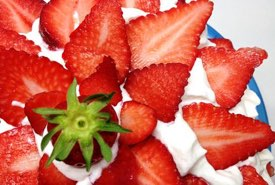 Chinese Sponge Cake Decorated with Strawberries