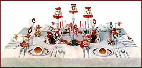 Decorated Candle Arrangement Offers A Vintage Christmas Centerpiece Idea